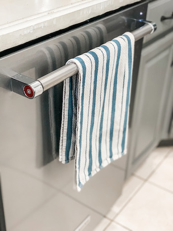 Kitchen towel gift idea for moms