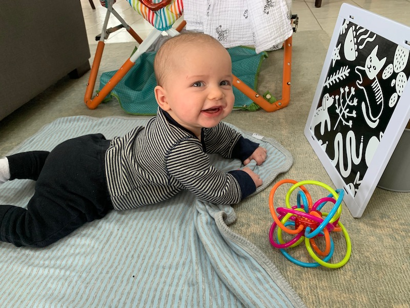 High contrast images during tummy time